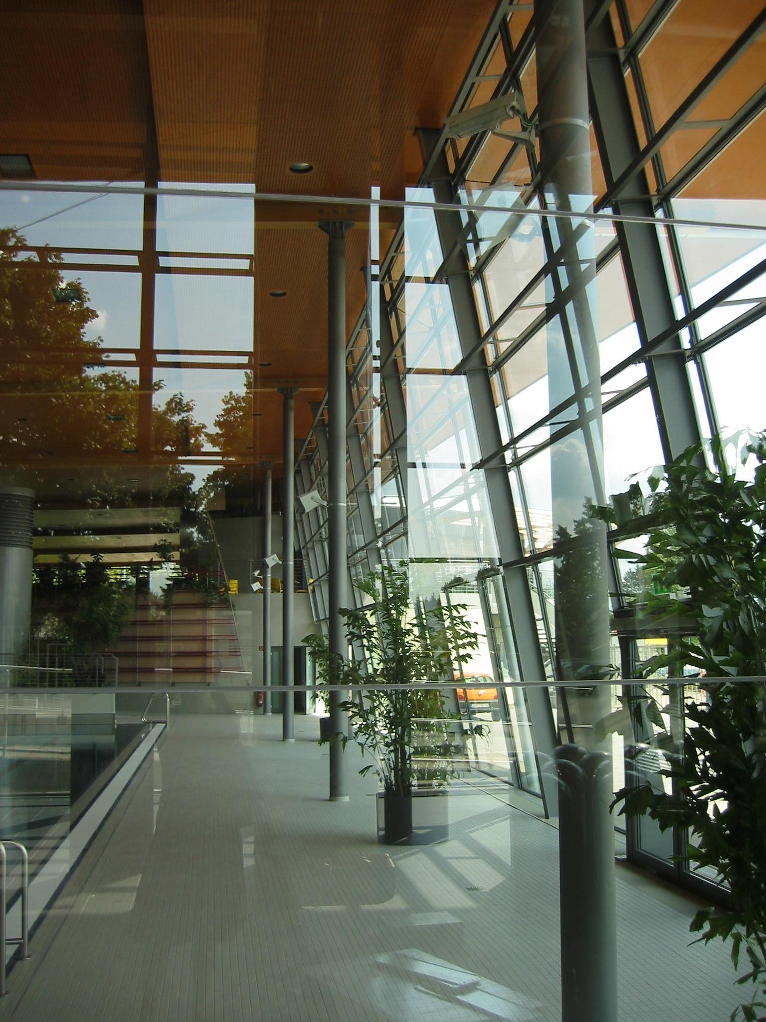 Berwanger architektur hallenbad das blau - Schwimmbad architektur ...